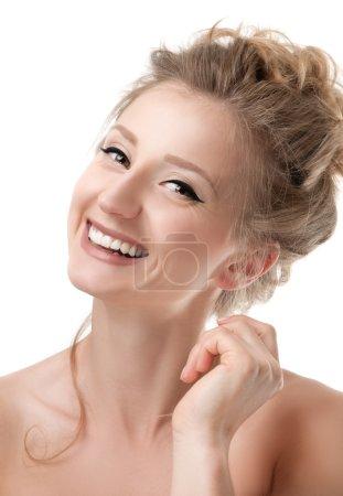 Photo pour Beau visage de jeune femme avec la peau parfaite et fraîche - image libre de droit