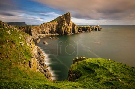 Photo pour Falaises de Neist Point Cape et phare, île de Skye, Ecosse - image libre de droit