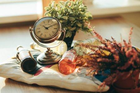 Dinnertime, clocks, drinks