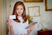 úspěšné podnikání žena pracující v kanceláři
