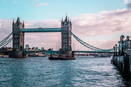 Photo pour Photo de London Tower Bridge, temps ensoleillé, Angleterre - image libre de droit