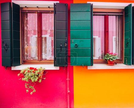 Photo pour Maisons colorées sur l'île de Burano, Venise, Italie - image libre de droit