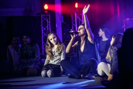 The famous Ukrainian singer Jamala sings with kids