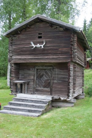 Ancienne maison traditionnelle en bois ou cabane en rondins à Varmland, Suède