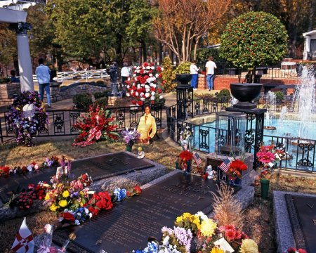 Elvis Presleys remembrance garden at