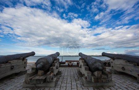 Foto de Cañones en la playa de Tallin, Estonia - Imagen libre de derechos