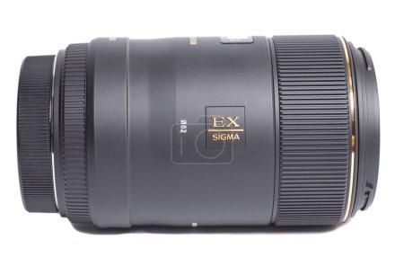 Photo pour Moscou, Russie 20 avril 2021 Sigma AF 105mm f 2.8 EX DG OS HSM Macro Canon EF Objectif photo. - image libre de droit