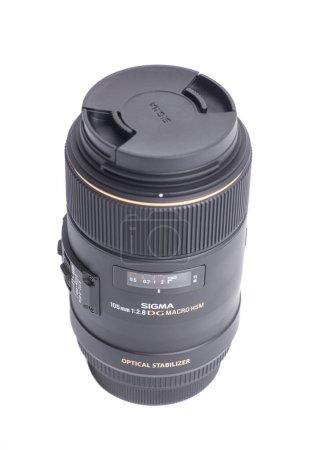 Photo pour Moscou, Russie 22 avril 2021 Sigma AF 105mm f 2.8 EX DG OS HSM Macro Canon EF Objectif photo. - image libre de droit