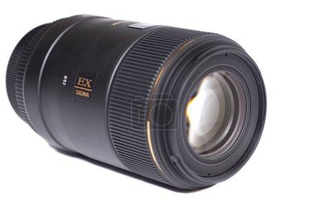 Photo pour Moscou, Russie 25 avril 2021 Sigma AF 105mm f 2.8 EX DG OS HSM Macro Canon EF Objectif photo. - image libre de droit