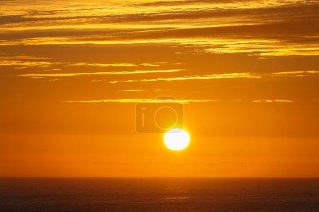Photo pour Beau soleil de minuit en Islande - image libre de droit